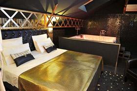 chambres avec jacuzzi guide haut de gamme pour chambres avec wellness. Black Bedroom Furniture Sets. Home Design Ideas