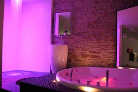 Chambres avec jacuzzi guide haut de gamme pour chambres - Hotel avec jacuzzi dans la chambre nantes ...