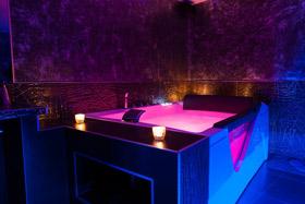 la chambre de luxe avec spa privatif du romantique appart silver - Chambre Avec Spa Privatif