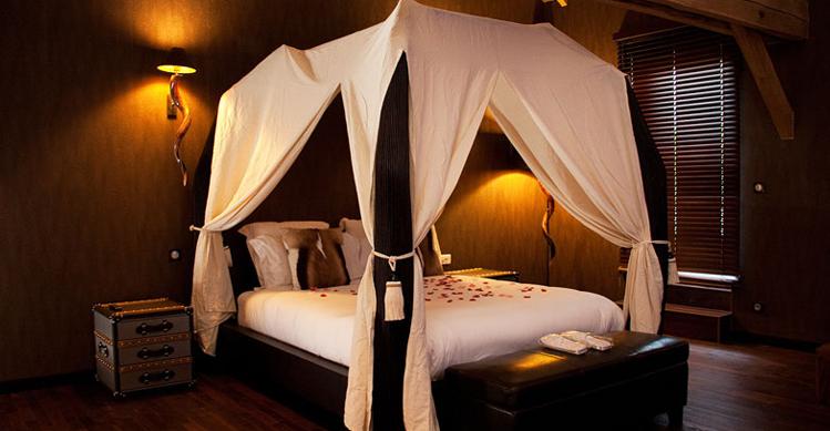 La lodge chambre avec jacuzzi - Lit baldaquin 1 personne ...