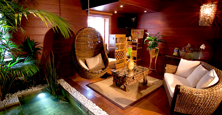 l indonesienne chambre avec jacuzzi. Black Bedroom Furniture Sets. Home Design Ideas