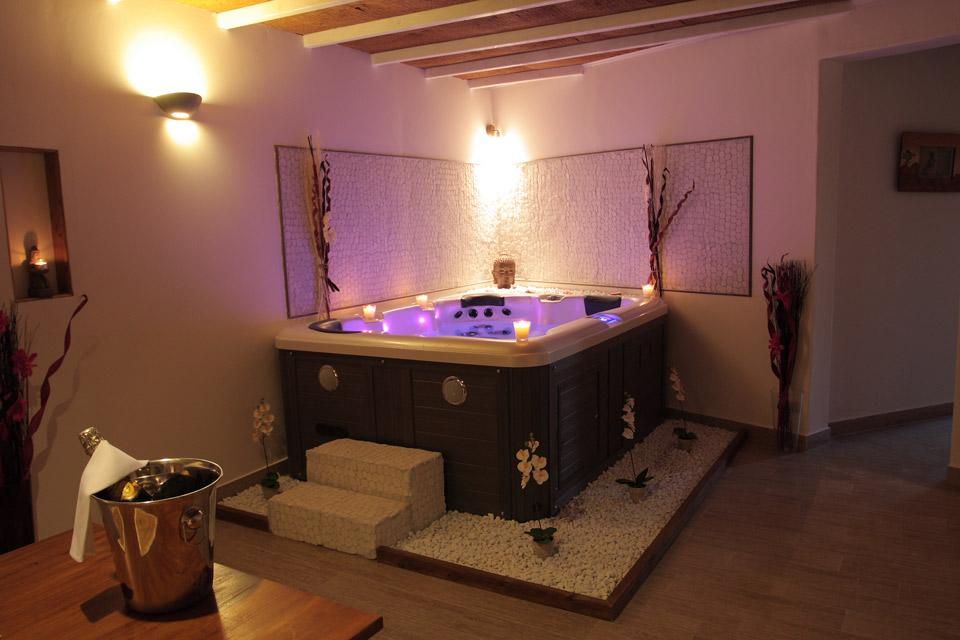 La paillote exotique chambre maldives avec jacuzzi for Chambre avec jacuzzi barcelone