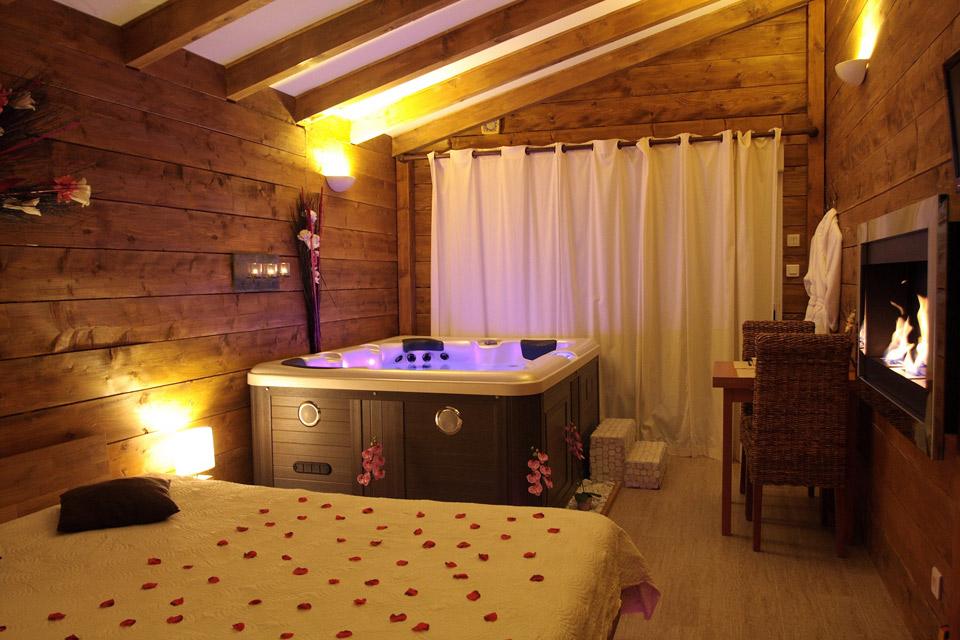 La paillote exotique chambre megeve avec sa baignoir baln o - Chambre de charme avec jacuzzi belgique ...