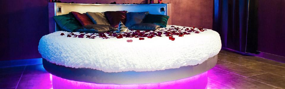 Romantic loft est une chambre avec jacuzzi id al pour une - Chambre avec jacuzzi bruxelles ...