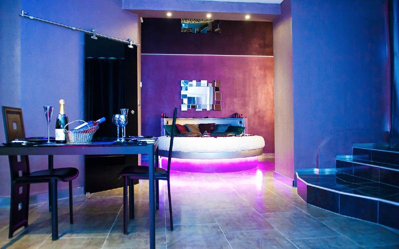 Romantic loft est une chambre avec jacuzzi idéal pour une idée ...