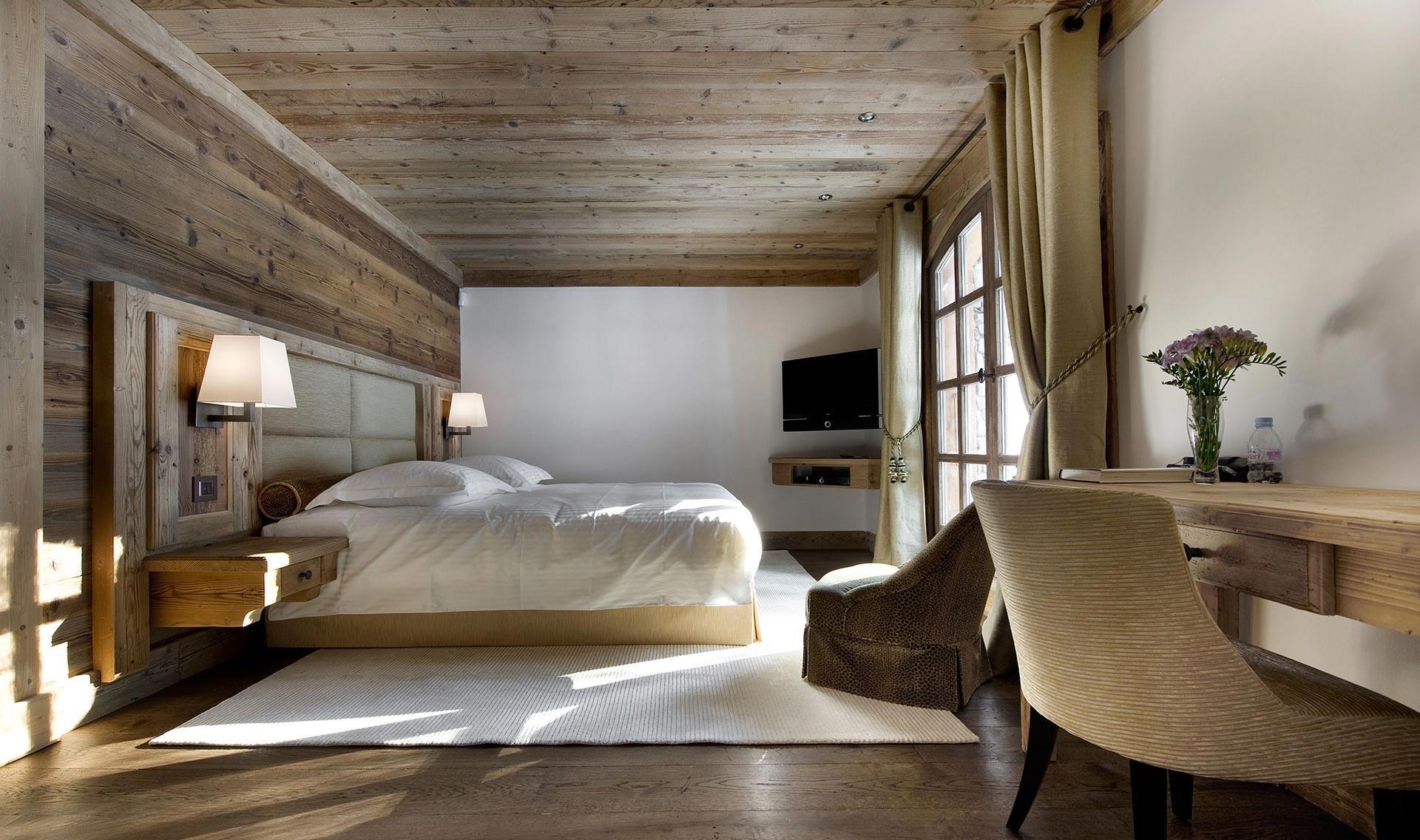 chalet de luxe gentianes avec piscine et jacuzzi interieure. Black Bedroom Furniture Sets. Home Design Ideas