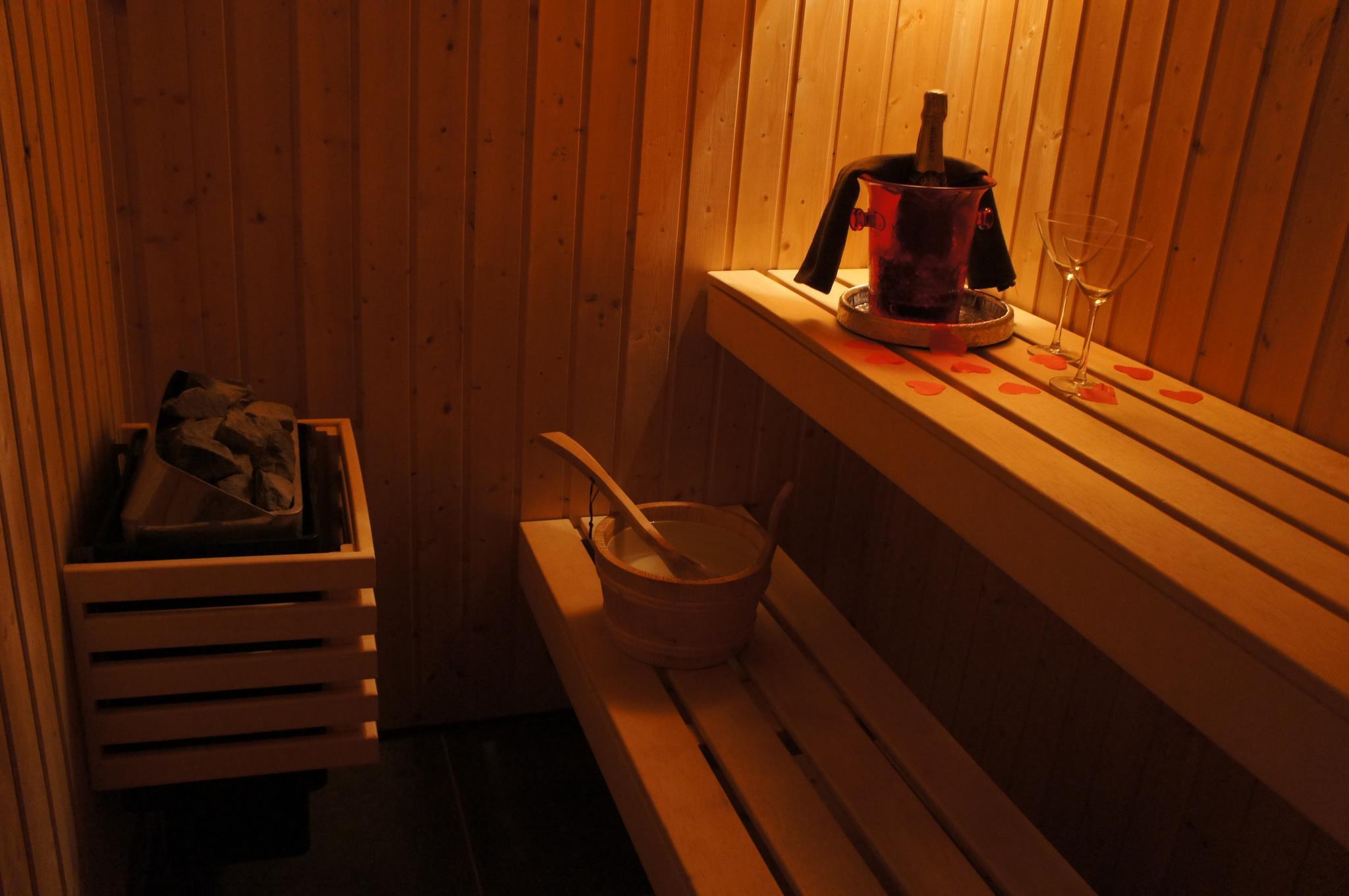 Charmant chambre avec jacuzzi belgique for Hotel bordeaux avec jacuzzi dans la chambre