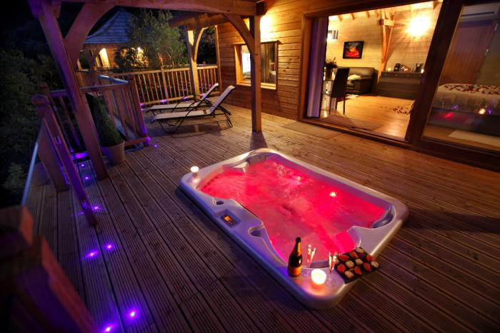 la cabane du fanabregue nuit insolite avec jacuzzi. Black Bedroom Furniture Sets. Home Design Ideas