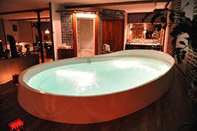 Suites avec jacuzzi guide haut de gamme pour suites de for Chambre de luxe avec jacuzzi belgique