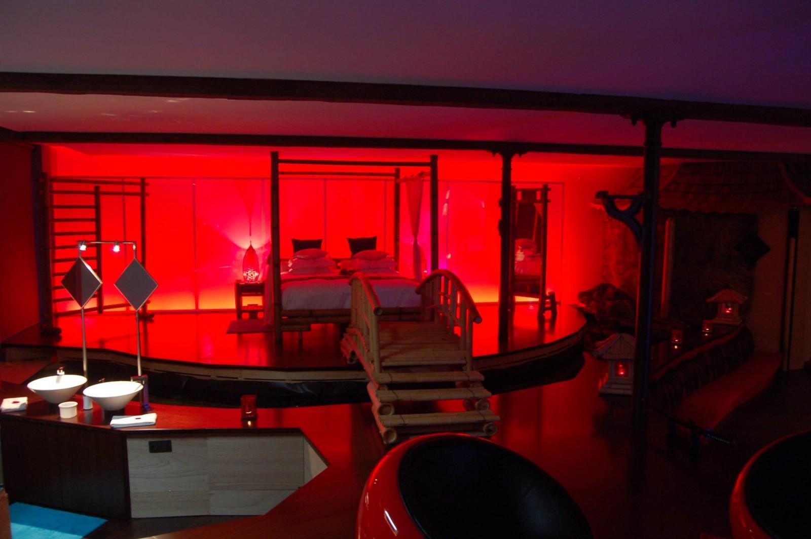 Le loft baiser de shogun chambre avec jacuzzi et sauna for Hotel romantique belgique