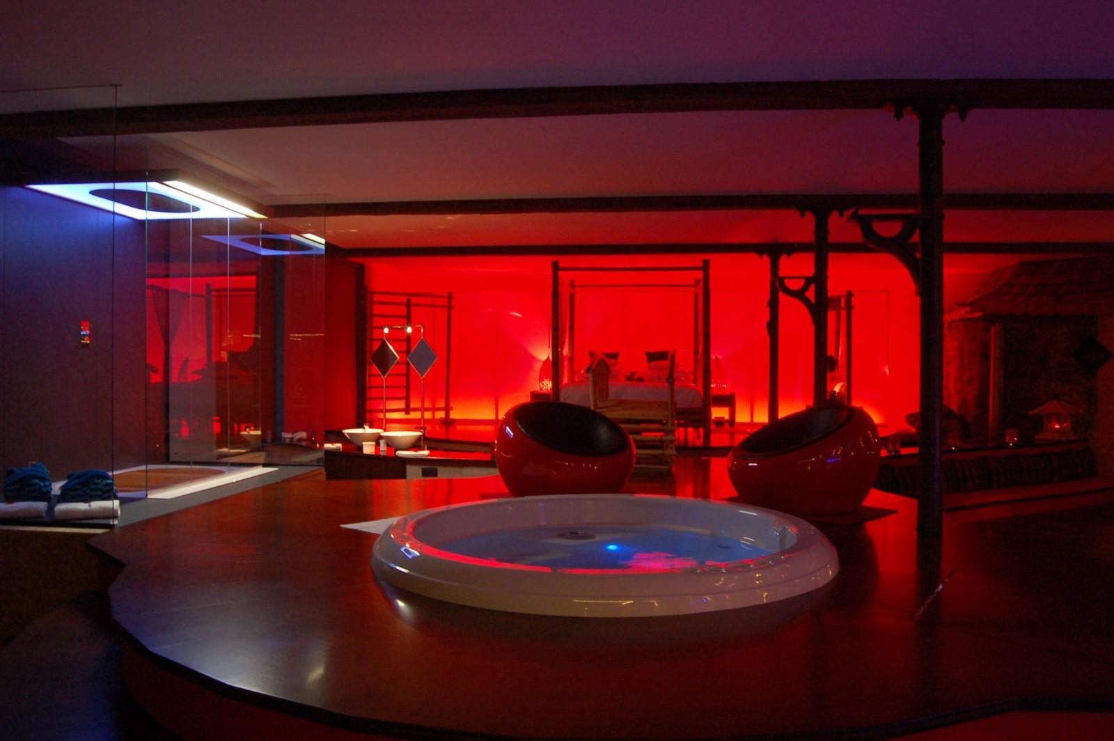 Chambre luxe avec jacuzzi for Hotel avec jacuzzi dans la chambre la rochelle