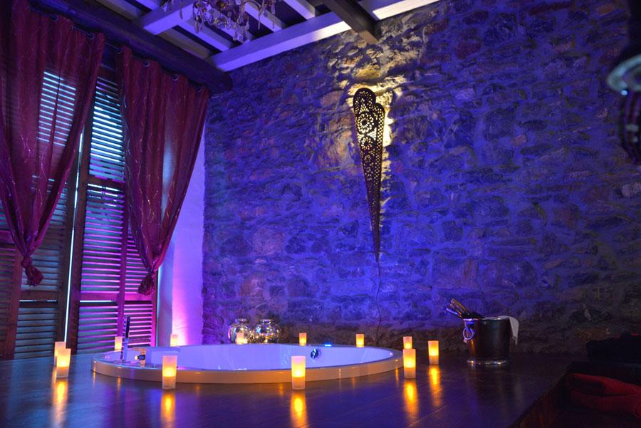 La suite le nirvana chambre avec jacuzzi et piscine ideal for Chambre de luxe avec jacuzzi belgique
