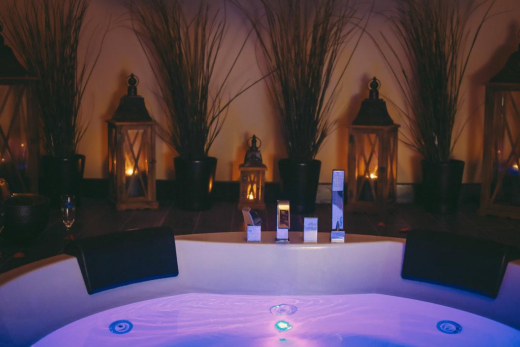 La suite le parvati chambre avec jacuzzi sauna et - Week end en amoureux avec jacuzzi dans la chambre ...