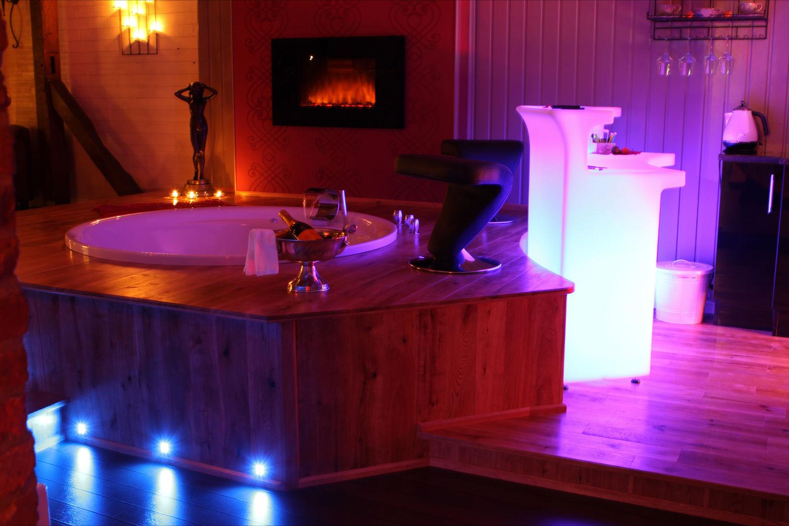 L 39 eden chambre avec jacuzzi fauteuil massant ideal - Chambre de charme avec jacuzzi belgique ...