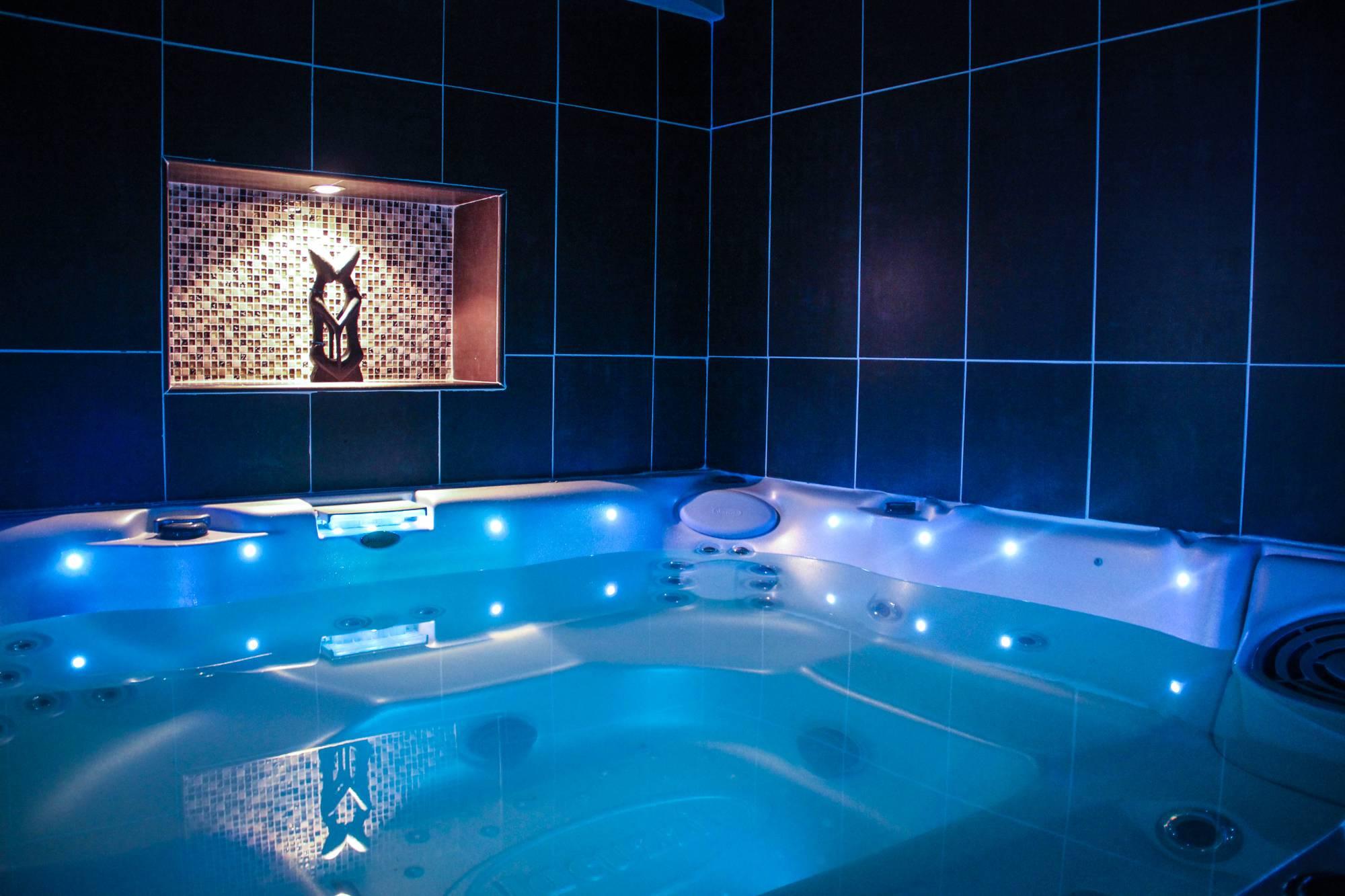 Evasion antillaise chambre avec jacuzzi et chromoth rapie - Chambre de luxe avec jacuzzi ...